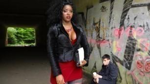 Jasmine Webb Undresses Her New Fucktoy In The Dildo Flasher