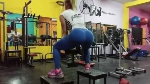 Blonde Training Great Ass in Leggings
