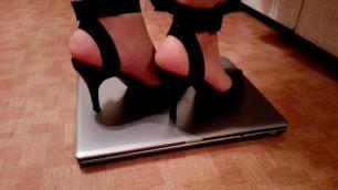 Notebook Crushing in High Heels