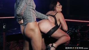 Brazzers - Huge Melons MILF Emma Butt Seduces Guy Striptease Club