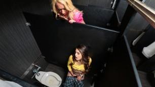 Sneaky Selfie Student Sofie Reyez Gets Caught By Professor Janna Hicks
